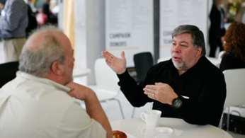 Steve Wozniak Co-fondatore di Apple (a destra) parla con Al Alcorn, inventore di Pong