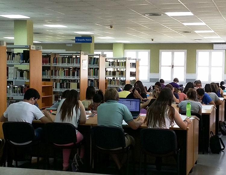 La biblioteca Julio Caro Baroja de Leganés amplía su horario por los últimos exámenes