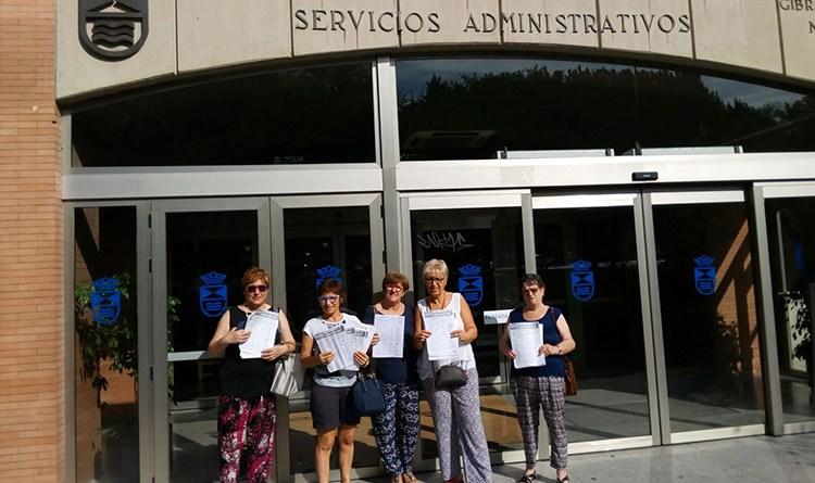 Tres mil firmas para la piscina solagua legan s activo for Piscinas en leganes