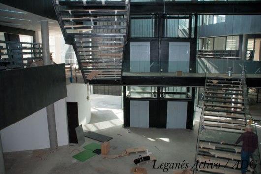 biblioteca-central-leganes-norte-escaleras-ascensor