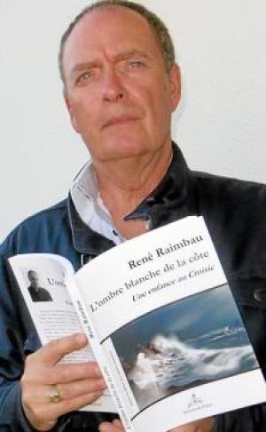 """édite son premier roman en 1993, La photo. Il publie ensuite poésies et nouvelles avant de revenir au roman avec """"Dernier séjour en presqu'île"""" et """"L'enfant qui marchait au pas"""" Faiblesses passagères,l'envol du corbeau,Regarde les fillesdanser,l'ombre blanche de la côte."""