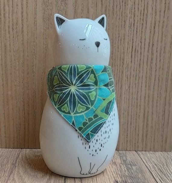 chat-avec-bandana-feuillage
