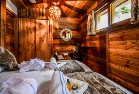 Stylish 4 bedroom chalet in Nyon, Morzine For Sale. Leggett 3