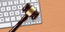 justice - clavier - maillet - cyber-espace - juridique - hacker - cyber attaque - marteau - informatique
