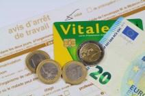 Avis d'arrêt de travail, carte vitale, pièces et billet