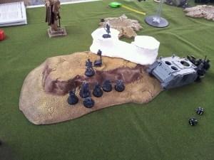 Após destruírem os Grey Hunters que estavam com a relíquia, os DE avançaram e a controlaram.  Enquanto os Grey Hunters atrás do Razorback atiravam sem sucesso no Valkirie que estava perto.