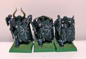 essas seriam as minis originais de Chaos Warrior do Warhammer Fantasy, no qual eu precisei de alguns bits: