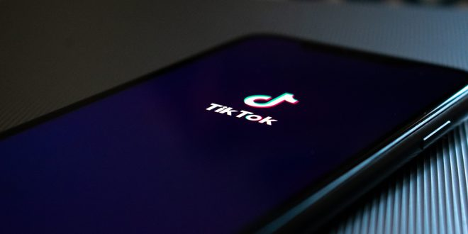 Best Songwriting Tips to Win Attention among TikTok Users