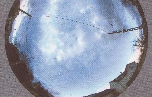Un exemple de coupe : le ciel, ici, en région parisienne et sur la droite, un peu de ciel bleu sans CO2 et sans pollution
