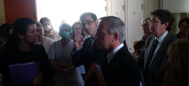 De Gauche à droite, la représentante du maire de Laval, le directeur de l'Agence régionale de Santé, le président du Département, et le directeur de l'Hôpital