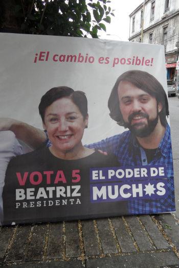 beatriz_sanchez_candidate_du_frente_amplio_aux_presidenteilles_et_sharp_le_maire_de_valparaisoretaille.jpg
