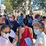 Manifestation d'enseignants devant le collège De Martonne