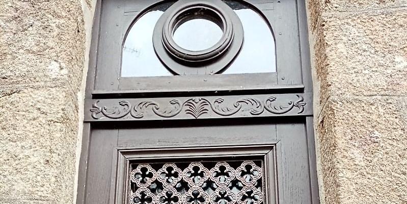 Une porte Lassay-les châteaux