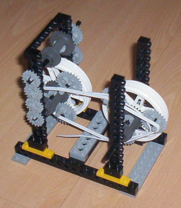 LEGO CVT with a belt If the right triangle becomes bigger  the left triangle should become  smaller  So  a completed version requires four differentials