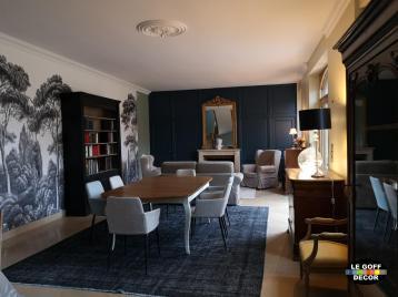 salle à manger avec papier peint panoramique