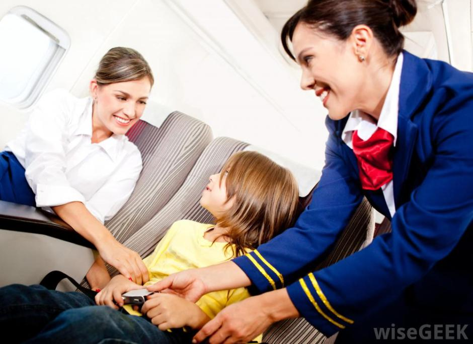 stewardess-belts-in-child