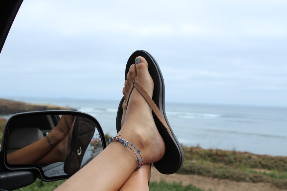 Olu-kai-Hoopio-Leather-sandals-car