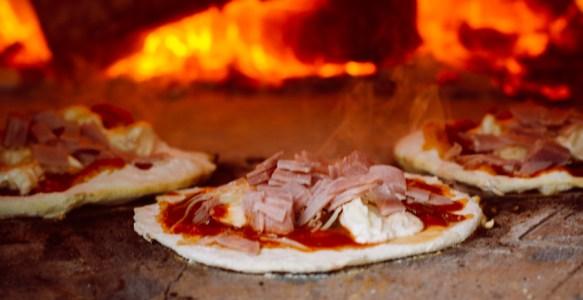 Pizzas au feu de bois, les premières
