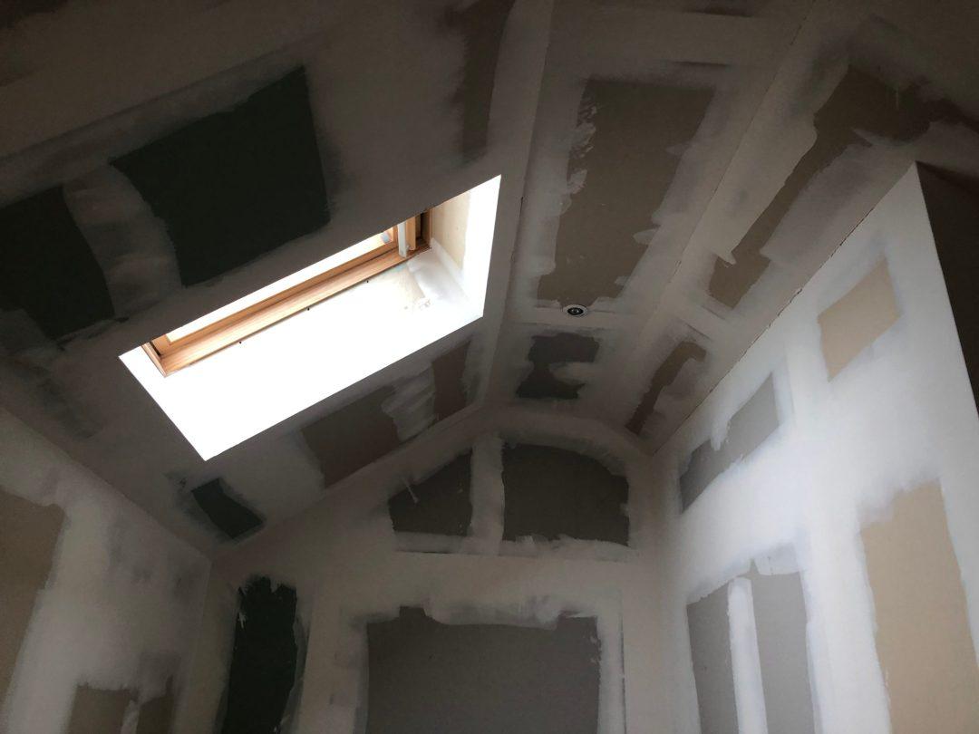 cage d'escalier avant peinture