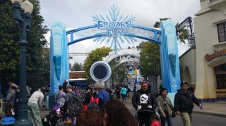 Frozen Fun entrance