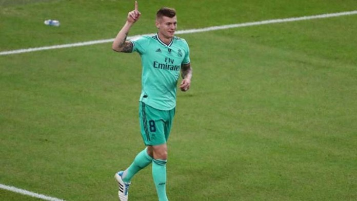Kroos scores directly from corner to send Real Madrid into Super Cup final