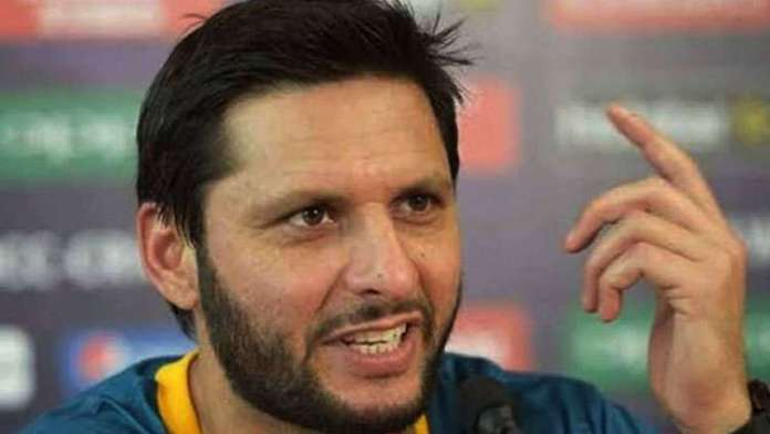 """Shahid Afridi Confesses About Smashing The TV After Seeing His Daughter Imitate """"Aarti"""" While Watching A Show"""