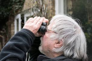 Blog-Leica_Birding_8_Bill_Oddie_Hampstead_March_2016_Ultravid_HD_Plus_8x32_in_action-1025x683