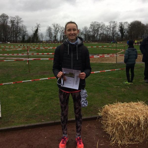 Liv Schwarzer wird Regions-Vizemeisterin im Crosslauf