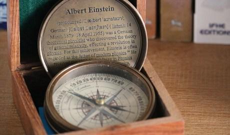 Orientierung ist gefragt: Der Leichtbau wird unsere Denkweise über Produkte ebenso revolutionieren, wie Einstein die Physik. (Quelle: Pixabay)