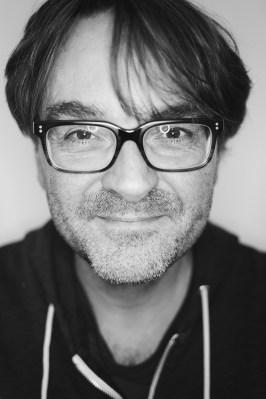 Porträtbild in schwarz weiß von Gereon Asmuth