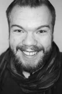 Porträtbild in schwarz weiß von Michel Arriens