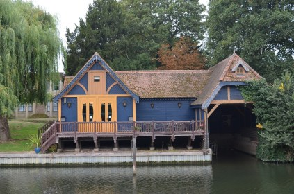 7.prettyboathouse