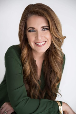 Leigh Raeder Cosmetologist