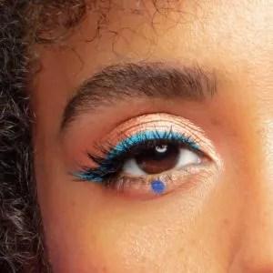 Blue Eyeliner dot