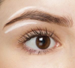 White eyeliner to highlight the brow