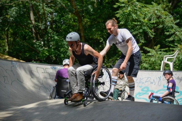 Wheelchair-skating-workship-with-David-Lebuser-Conne-Island-Photo-by-Stefan-Hopf-5.jpg?fit=750%2C500&ssl=1