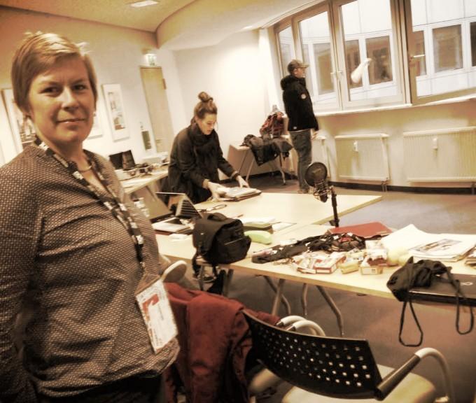 "Luc-Carolin Ziemann in the DOK Spotters' ""newsroom."" Photo: Ana Ribeiro"