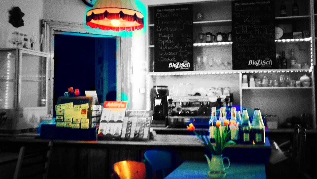 homeLE bar at night. Photo courtesy of Maike Steuer. Photo art: LeipGlo.