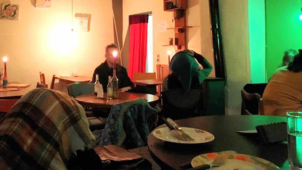 An evening at Pizza LAB in Leipzig Lindenau - like a house party. Photo: Tayyibe Armagan