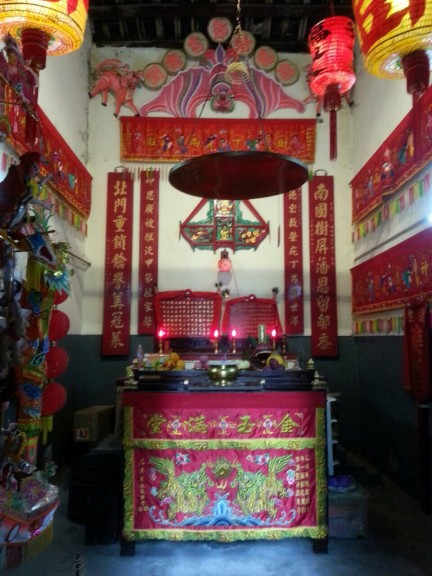 A single-room temple in Hong Kong. (Photo: Helena Flam)