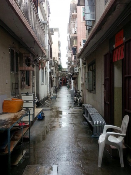 Axial street leading to temple, Hong Kong. (Photo: Helena Flam)