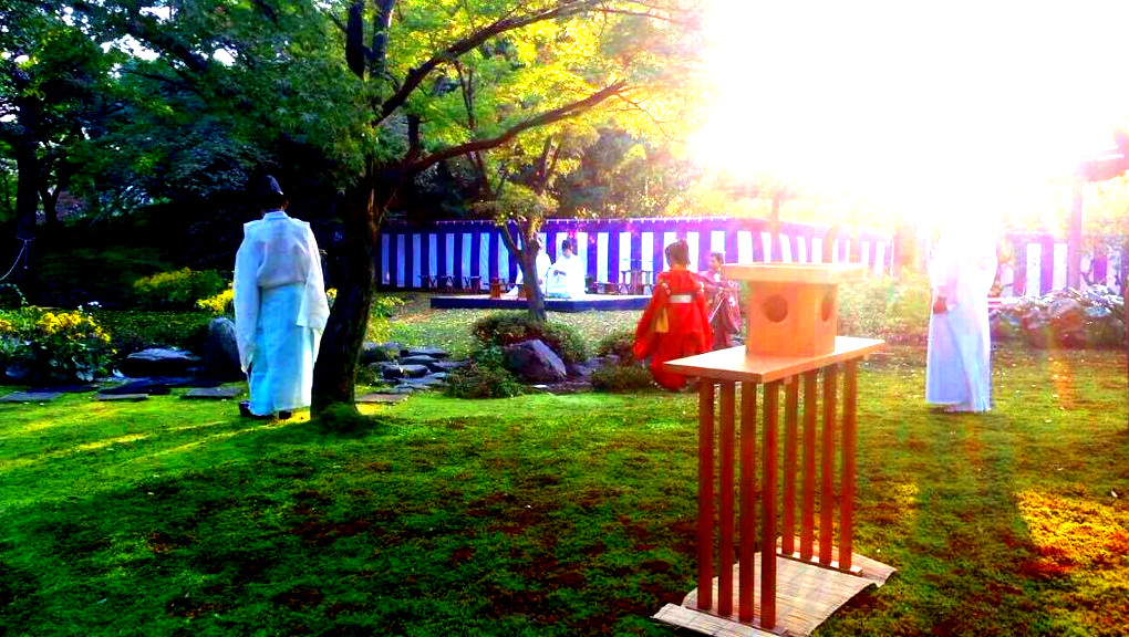 Reenactment of old Japanese ceremony in Kyoto. (Photo: Helena Flam; photo editing: Ana Ribeiro)