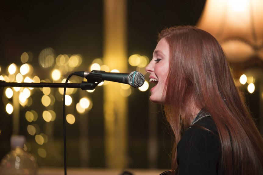 Wallis Giunta singing country classics at the Cocktail Open Mic, 2 February 2018. (Photo: Kate Hiller)