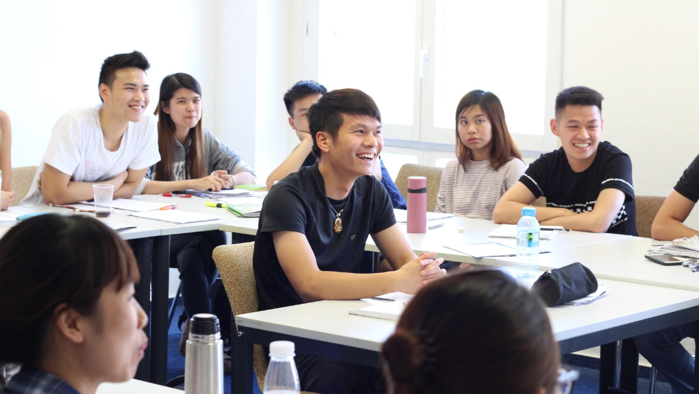 Young Vietnamese students finishing their five-month course at inlingua, August 2018. (Photo by Sarah Alai / LeipGlo)