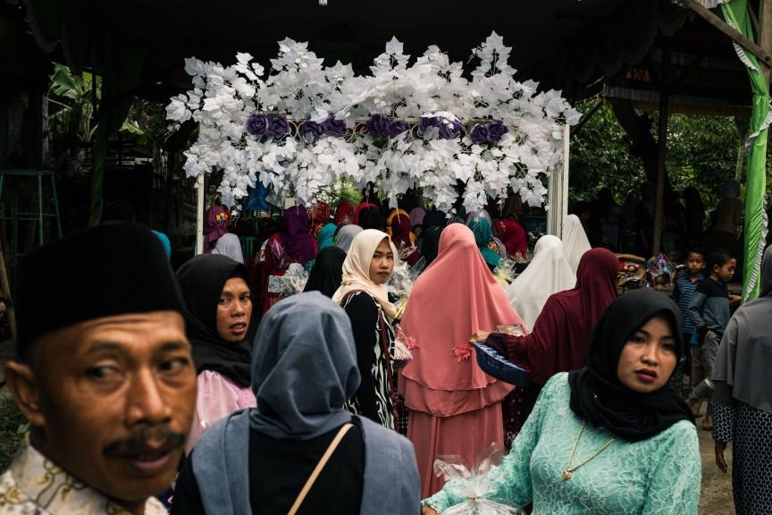 Traditional wedding on the Indonesian countryside. (Photo © Sebastian Jacobitz)
