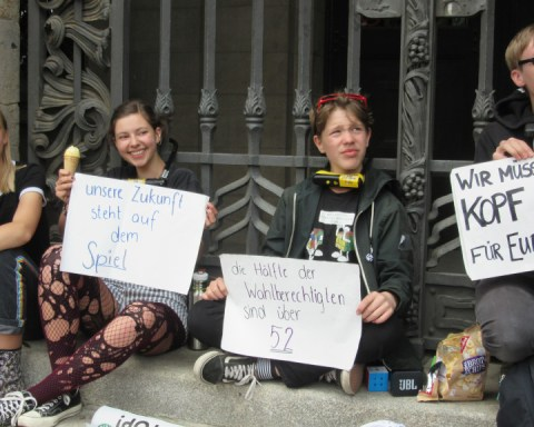 Teenagers with Extinction Rebellion Youth chain themselves to Leipzig City Hall