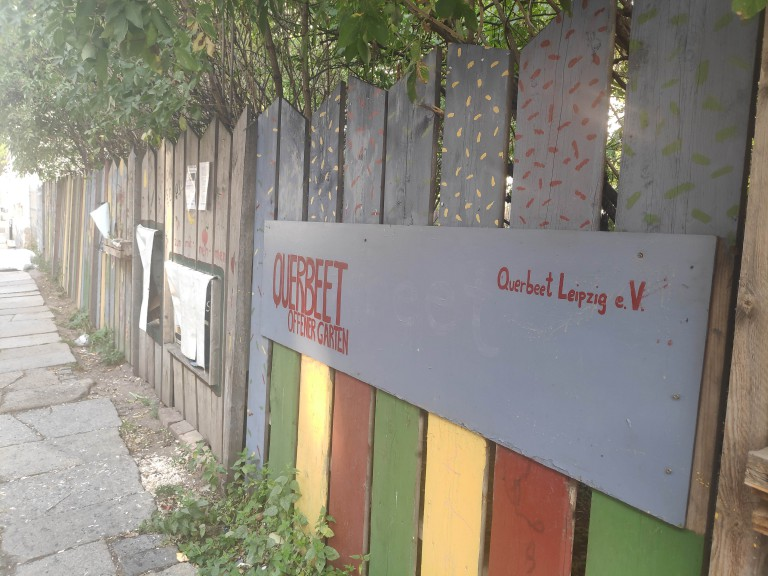 Queerbeet communal garden in Leipzig East screening the Cooperation film Homo Bontanicus