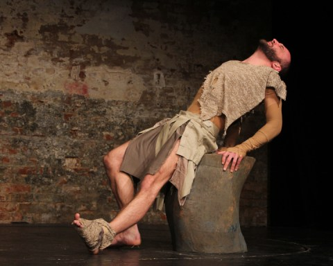 Felix Kerkhoff compels as Philoctetes. Image by Sira Bitan, courtesy of ETL.
