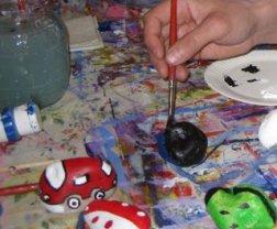 Kivet saadaan eläväksi valitsemalla sopiva aihe ja käyttämällä maalia ja pensseliä