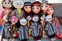 Poupées traditionnelles ouzbèkes (poupées en bois et en papier mâché). http://www.linternaute.com/voyage/linternaute_editorial_voyage/asie/ouzbekistan/poupees-ouzbekistan.shtml